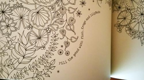 Este livro também tem actividades, uma treasure hunt, e páginas em que é preciso desenhar qualquer coisa.
