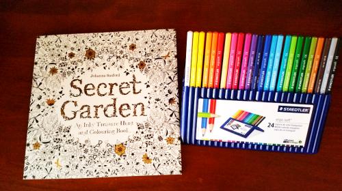 Um novo livro para colorir requer novos lápis de cor. Estes são os Ergosoft da Staedtler,  24 cores.